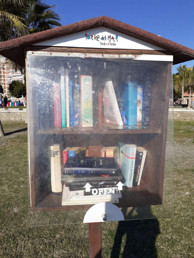 Torre del Mar, Libros en la arena