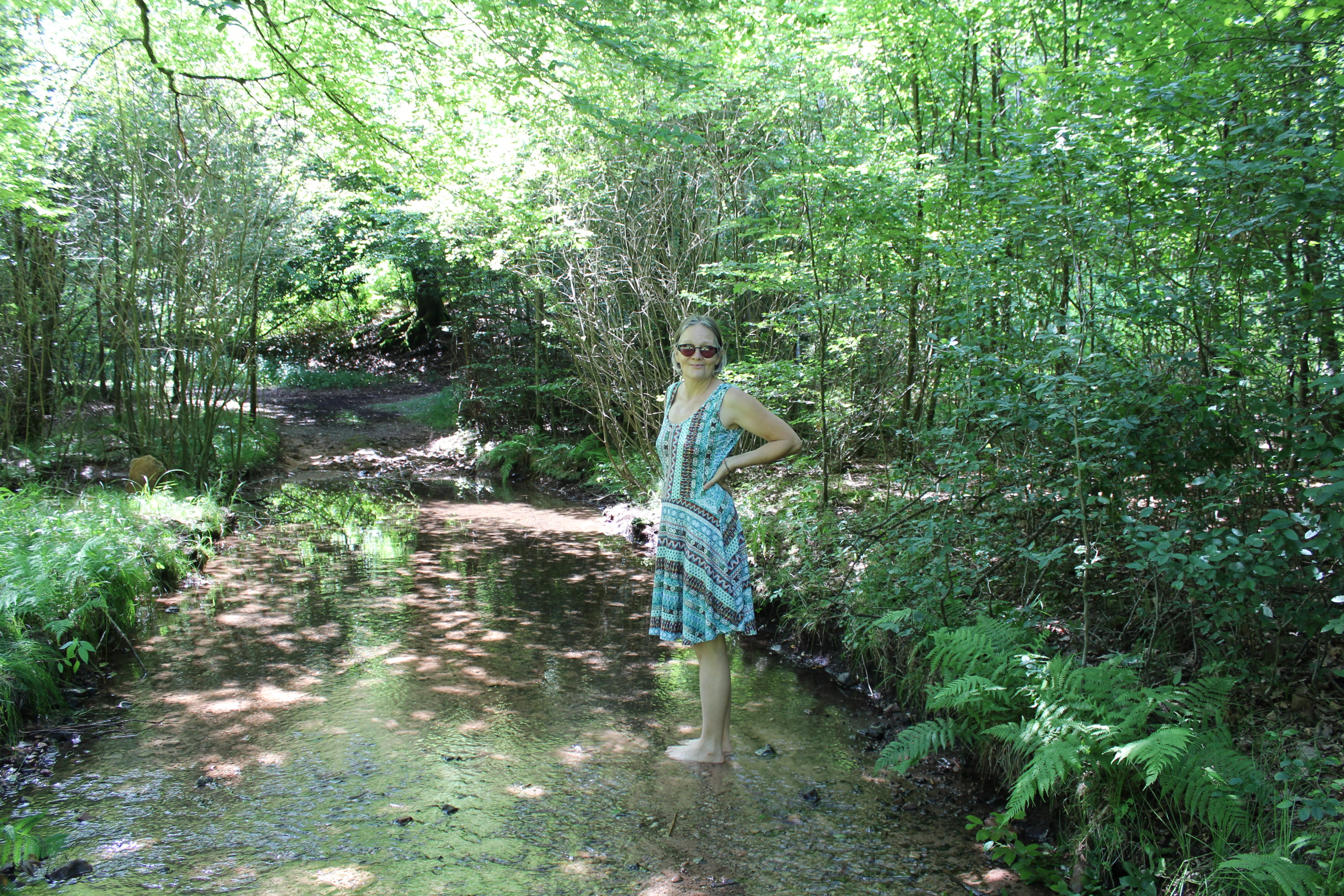 mamá en el rio.